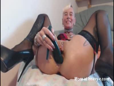heel in pussy